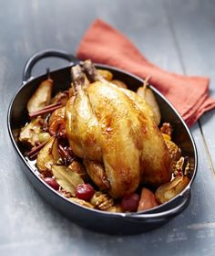 Guinea fowl with apples and caramelized pears and sweet spices - Meat. Lunch Recipes, Meat Recipes, Fall Recipes, Gourmet Recipes, Vegetarian Recipes, Healthy Recipes, Chef's Choice, Tumblr Food, Sweet Spice