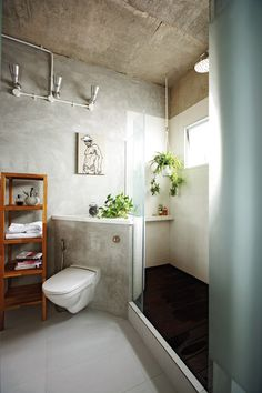Keith loves greenery, so some elements of nature – wood and plants – was brought into the bathroom. The shower floor has a raised timber platform which drains water away.