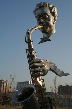 Sax player, Beijing International Sculpture Park - By Tim Zachernuk - CC BY-NC… Modern Sculpture, Bronze Sculpture, Art Public, Land Art, Urban Art, Installation Art, Metal Art, Unique Art, Amazing Art