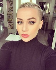 I wish I could go this short. She is so pretty.
