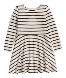 Long-sleeved dress in soft jersey made from a cotton blend. Seam at waist and flared skirt.