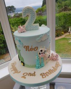 "𝕷𝖆𝖚𝖑𝖔 𝖈𝖆𝖐𝖊𝖘 on Instagram: ""Farm themed cake 😍🤗 #farmcake #farmthemedcake #farmanimals #farmer #farmerslife #cakeoftheday #cakesofnorthernireland #cakeinspo…"" Barnyard Cake, Farm Cake, Themed Birthday Cakes, Themed Cakes, Farm Animals, Farmer, Birthday Ideas, Cake Decorating, Desserts"