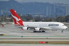 Qantas Fleet Airbus Details and Pictures. Qantas seat map, seating chart, first business premium eco economy class, cabin interior, onboard services. Qantas A380, Qantas Airlines, Airbus A380, Boeing 747, Australian Airlines, Singapore Changi Airport, Lower Deck, Jet Engine, Cabin Interiors