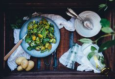 Sprouted Kitchen's Baby Potato & Asparagus Tangle with Green Harissa Vegetarian Potato Recipes, Pepper Recipes, Baby Potatoes, Asparagus Recipe, Spring Recipes, Mat, Hummus, Sprouts, Salads