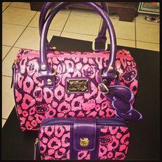 Hello kitty purse and wallet I want it and need it Hello Kitty Handbags 37bb885ab955a