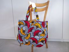 Un mom-bag en wax ! Coin Couture, Couture Sewing, Ankara Bags, Africa Dress, Green Shoes, Marceline, Backpack Bags, Diy Gifts, Reusable Tote Bags