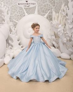 Even more new designs already available on Kingdom.Boutique 😍🎉 Already available on Kingdom Boutique! ⭐️ Available in sizes from 2 to Girls Pageant Dresses, Gowns For Girls, Girls Formal Dresses, Dresses Kids Girl, Little Girl Princess Dresses, Little Girl Gowns, Gold Flower Girl Dresses, Flower Girls, Cinderella Dress Kids