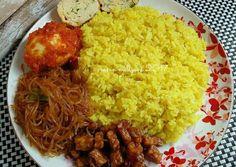 Nasi kuning gurih Healthy Banana Recipes, Healthy Asian Recipes, Healthy Recipes For Diabetics, Healthy Yogurt, Healthy Eating Recipes, Cooking Recipes, Zoodle Recipes, Rice Recipes, Recipies
