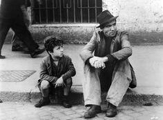 Ojcowska miłość przenosi góry. Nie wierzycie? Poniżej dostarczamy dziesięć dowodów – dziesięć filmów, w których na pierwszy plan wychodzą tatusiowie i ich dzieci. Kolejność...