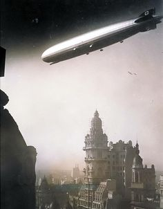 Graf Zeppelin over Buenos Aires - 1934 Diesel Punk, Montevideo, Zeppelin, Old Pictures, Old Photos, Historical Pictures, Beautiful Buildings, South America, Image