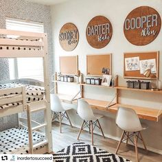 35 Fascinating Shared Kids Room Design Ideas - Planning a kid's bedroom design can be a lot of fun. It can also be a daunting task as you tackle the issue of storage and making things easy to clean. Kids Homework Room, Kids Homework Station, Kid Desk, Study Room For Kids, Desk For Kids, Kids Desk Space, Homework Desk, Kids Workspace, Study Space