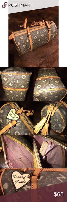 DOONEY AND BOURKE  shoulder bag  🌸🌸 Normal wear .no flaws  on the outside . Dooney & Bourke Bags Shoulder Bags
