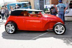 VW Street Rod... just one clean build. Check out those tight fenders, chopped top with carson style top, kicked out front axle and front steering hairpins for retro look. So fine...