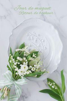 春の花色配色白若草色贈られた人に幸せが訪れるスズランの日の花あしらいのコツ