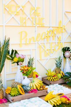 Bright & Beautiful Ideas for a Tropicana Wedding What About Tropical Fruit Stand Instead Of A Dessert Stand?What About Tropical Fruit Stand Instead Of A Dessert Stand? Tiki Party, Luau Party, Luau Theme, Fruit Party, Tarzan Und Jane, 30th Birthday Parties, Luau Birthday, Birthday Table, Hawaii Wedding