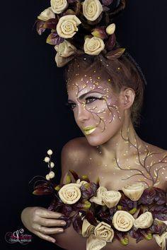 Maquillaje de fantasía inspirado en un árbol.