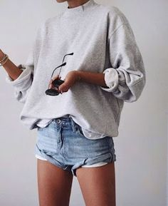 Hair Styles For School spring look streetwear in Mode Outfits, Casual Outfits, Fashion Outfits, Dress Casual, Short Outfits, Casual Hair, Sweatshirt Outfit, Sweater Outfits, Grey Sweatshirt