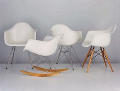 Eames Plastic Side Chair DSR with wire frame. The classic chair by Vitra with a new height cm) is available now in our Interior Design Shop! Grey Desk Chair, Diy Chair, Old Chairs, Eames Chairs, White Chairs, Chaise Panton, Eames Rocking Chair, Home Furniture, Furniture Design