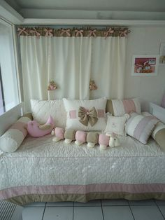 Kit cama e cortina by Baú do Bebê, via Flickr