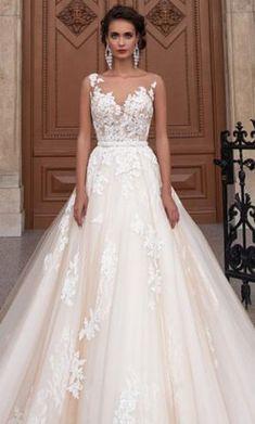 Milla Nova Jeneva : buy this dress for a fraction of the salon price on PreOwnedWeddingDresses.com