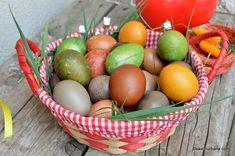 Ouă de Paști vopsite natural (BIO) cu varză roșie, sfeclă roșie sau turmeric | Savori Urbane Easter Traditions, Turmeric, Easter Eggs, Recipies, Food And Drink, Easter Activities, Recipes