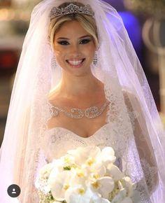 Horny Bride Wedding Tiara Veil, Wedding Tiara Hairstyles, Wedding Dress With Veil, Wedding Gowns With Sleeves, Bride Hairstyles, Dream Wedding Dresses, Bridal Tiara, Bridal Dresses, Princess Bride Dress