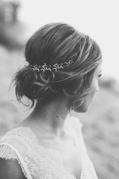 Locker gebundener Haarknoten  Fotografie: Adela Dupetit Brautkleid: Qaragma Hair & Make-Up: Stella Loewnich