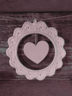 crochet photoframe with heart