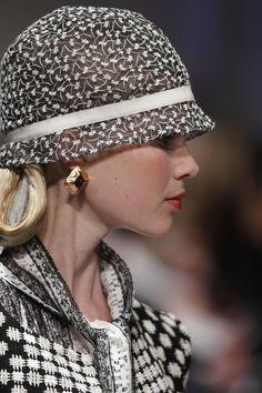 - via: oscarprgirl: - Imgend Sombreros Cloche, Stylish Hats, Church Hats, Wearing A Hat, Look Vintage, Vintage Hats, Love Hat, Mode Inspiration, Headgear