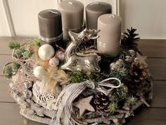 Deko Lavishly designed Advent wreath ** ★ Forest Christmas ★ ** The large, gray limed, rooty wreath Advent Wreath Candles, Christmas Advent Wreath, Easy Christmas Decorations, Beaded Christmas Ornaments, Christmas Mood, Simple Christmas, Xmas, Theme Noel, Diy Wreath