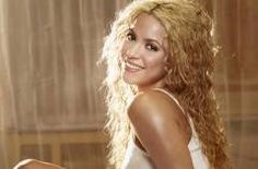 SEXY Shakira plays tennis! (VIDEO INSIDE)