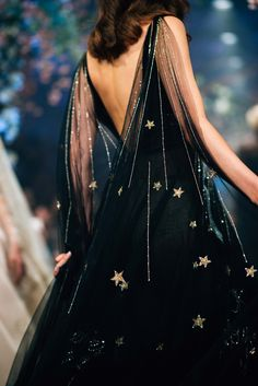 haute couture dress couture couture dresses couture kleider couture rose couture rules Star ball gown , elegant New Year glamour look for Alice . Style Couture, Couture Fashion, Runway Fashion, High Fashion, Disney Fashion, Luxury Fashion, 70s Fashion, Haute Couture Gowns, Fashion Vintage