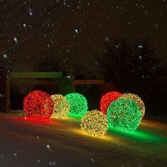 Stunning Outdoor Christmas Lighting Ideas Illuminate The Holiday Spirit Diy Christmas Lights, Outdoor Christmas Decorations, Christmas Crafts, Christmas Holidays, Holiday Decor, Christmas Ideas, Party Deco, Ball Lights, Diy Weihnachten