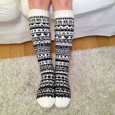 Wool Socks, Knitting Socks, Diy Crochet And Knitting, Underwear, Yarn Crafts, Womens Slippers, Mittens, Knitting Patterns, Outfits