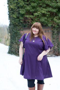 """Los geht's mit der ersten Ergebnis-Runde von #naehdirwas 2018 zum Thema """"Ultra Violet – yay or nay?""""! Ich gehöre ganz eindeutig zur YAY-Fraktion und zeige euch heute mein Kleid in lila, nach einem Schnitt von Stoff und Stil, und mein Plus Size Outfit dazu. Pantone, Plus Size Kleidung, Purple Haze, Mode Inspiration, Ultra Violet, Beautiful Outfits, Plus Size Outfits, Plus Size Fashion, Cold Shoulder Dress"""