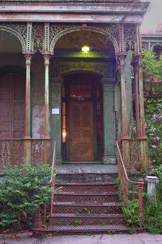 Old New Orleans time portal ~ We'll leave the light on ... 2805 Carondelet