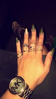 Olive green coffin nails✨