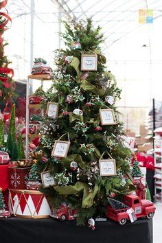 #redandgreen #redchristmasdecor #greenchristmasdecor #rusticchristmas #christmas #christmastime #christmasseason #christmasvibes #christmasspirit #christmasdecorating #christmasdecor #christmasdecorations #christmashome #christmasinspiration #christmasinspo #vermeersgardencentre