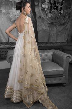 Ivory & Gold Silk Anarkali Set With Pearl Work Elfenbein & Gold Seide Anarkali Set Mit Perlen Ar Indian Gowns Dresses, Pakistani Dresses, Net Dresses, Indian Wedding Outfits, Indian Outfits, Indian Clothes, Indian Attire, Indian Wear, Couture Dresses