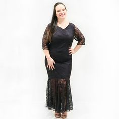 Vestido Longo Renda Plus Size    Vestido longo em renda forrado de cetim até a latura dos joelhos com babado evasê com transparência na cor azul marinho.Decote V e mangas 3/4 nos tamanhos do 46 ao 58. Vestido longo sofisticado e moderno que ajuda a valorizar sua curvas.      #vestidosplussize #plussize #modaplussize #modaplussizebrasil #mulherplussize #mulheresplussize #tamanhogrande #vickttoriavick#modaplussizebr #plussizebrasil #plussizefashion #modagg #moda #fashion #feitonobrasil…