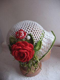 Borde del sombrero en color blanco con hojas de color por ninellfux