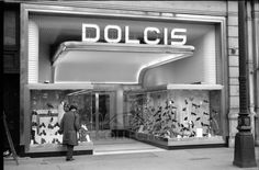 abh754c Dolcis shoe shop Photo Light Box, 1950s Shoes, Vintage Outfits, Vintage Clothing, Through The Window, History Photos, Light And Shadow, Shoe Shop, 1920s