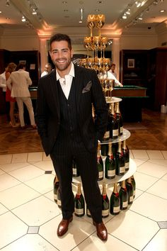 """Jesse Metcalfe Photos Photos - Actor Jesse Metcalfe attends """"Le Casino"""" night hosted by Brooks Brothers in Beverly Hills to benefit UCLA Jonsson Cancer Center  Foundation at Brooks Brothers Rodeo on January 25, 2017 in Beverly Hills, California. - Brooks Brothers Hosts 'Le Casino' Night to Benefit UCLA Jonsson Cancer Center"""