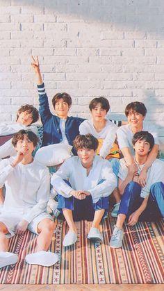 J-Hope and Jin! How cuuuute! Seokjin, Namjoon, Bts Taehyung, Jhope, Bts 2018, Foto Bts, Jung Hoseok, Bts Cute, Bts Group Photos