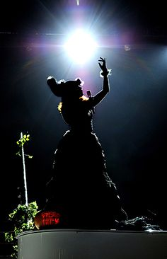 Paloma Faith | Reminding me that silhouettes are awesome.