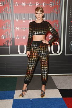 We give Taylor Swift major kudos for pushing herself out of the box with an eccentric Ashish crop top and matching joggers for the 2015 MTV VMAs. And like almost everything else she does, we think the rainbow-hued, sequin ensemble was a success -- perfect on her tall frame and for an out-there fashion night.