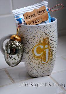 DIY Christmas Gift: Sharpie Mug