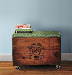 Storage for outdoor cushions. FH Thrift store vintage wooden chest for storage, with DIY seat cushion. Add castors or leave as is. Diy Storage Ottoman Bench, Crate Ottoman, Bench With Storage, Diy Ottoman, Storage Chest, Storage Buckets, Diy Bench, Crate Storage, Bench Seat
