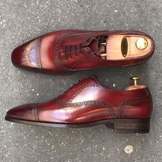 Sartorial World & Co — Perfect patina by on these J. Sock Shoes, Men's Shoes, Male Shoes, Shoes Men, Groom Shoes, Leather Dress Shoes, Mens Fashion Shoes, Dress With Boots, Luxury Shoes