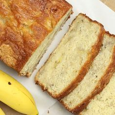 Buttermilk Banana Bread The buttermilk helps to activate the baking soda making this banana bread soft and moist! Loaf Recipes, Bread Machine Recipes, Dessert Recipes, Cooking Recipes, Banana Recipe Moist, Banana Bread Recipes, Buttermilk Banana Bread, Cookies Et Biscuits, Cookies Soft